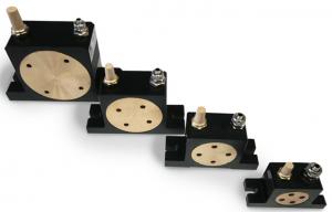 Vibrator pneumatic cu role